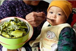 Bé 4 tuổi bị ung thư dạ dày vì món ăn quen thuộc trong bữa cơm người Việt