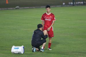 Đình Trọng tập tễnh, HLV Park Hang Seo tái mặt