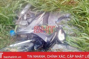 Nam thanh niên chết dưới mương nước cùng xe máy