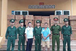 Bắt đối tượng người nước ngoài vận chuyển trái phép hơn 2.500 kg pháo nổ