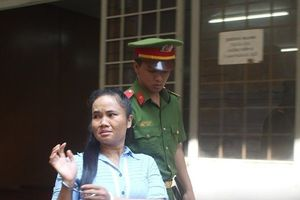 Bị tuyên án vì giết chồng 'hờ', người phụ nữ bật khóc nức nở