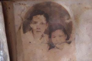 Vợ tìm được chồng nhờ bức ảnh tìm thấy trong hố chôn liệt sĩ tập thể