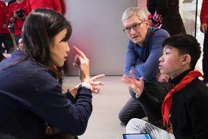 Giữa 'tâm bão' chip gián điệp và chiến tranh thương mại, CEO Apple thân chinh đến Trung Quốc nhằm mục đích gì?