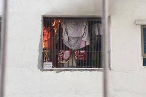 Cục nóng điều hòa phát nổ, một căn hộ thuộc 'chung cư ông Thản' ở Linh Đàm bốc cháy