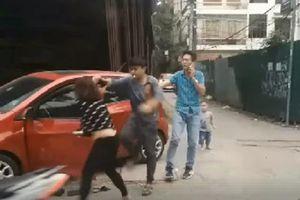 Công an thông tin vụ chồng đánh vợ dã man trên phố, con nhỏ khóc thét