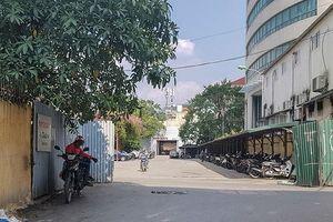 Hà Nội: Đất văn phòng, dịch vụ thương mại bị dùng làm bãi giữ xe?