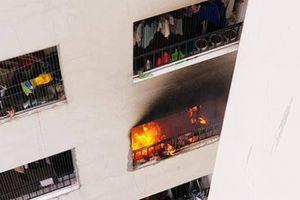 Chung cư Linh Đàm: Căn hộ ở tầng 31 cháy to làm hàng trăm người tháo chạy