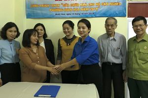 Quận đoàn Cầu Giấy sửa nhà giúp hộ cận nghèo phường Quan Hoa