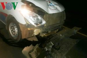 Xe cứu thương tông nát xe máy trên Quốc lộ, 1 người tử vong