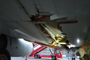 Máy bay Air India tông vào tường khi cất cánh rồi... bay tiếp