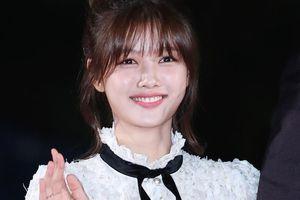 'Sao nhí xinh nhất Hàn Quốc' nổi bật giữa dàn sao trên thảm đỏ