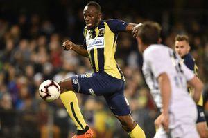Usain Bolt lập cú đúp đầu tiên trong sự nghiệp cầu thủ