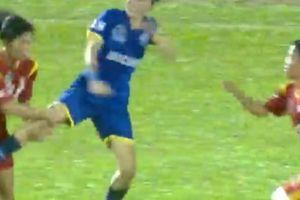 CLIP: Cầu thủ nữ Việt Nam 'loạn đả kinh hoàng' trên sân Thống Nhất