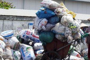 Khoảng trống an sinh xã hội của người gom rác