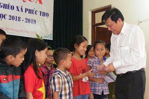 Báo Sài Gòn Giải Phóng trao quà cho học sinh nghèo học giỏi tại Nghệ An