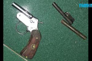 Chế tạo súng ngắn và đạn trong nhà trọ để… giải trí (?!)