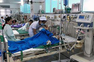 Đi dạo bến Ninh Kiều, bé gái bị điện giật bất tỉnh