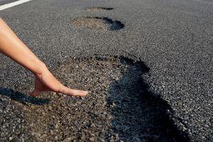 VEC họp khẩn xử lý trách nhiệm vụ đường cao tốc 34.000 tỷ vừa dùng đã hỏng