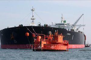 Giá dầu lần đầu tiên đảo chiều đi xuống sau năm tuần