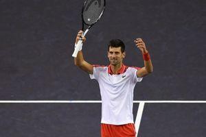 Hủy diệt Zverev, Djokovic đợi Federer ở chung kết Shanghai Masters