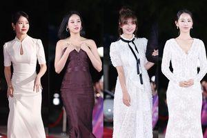 Thảm đỏ 2018 Apan Star Awards: Lee Joo Yeon gặp sự cố với váy, Kim Yoo Jung - Shin Hye Sun và IU xinh như hoa