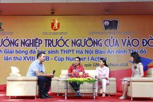 Phó TGĐ Tân Hiệp Phát Trần Uyên Phương giao lưu hướng nghiệp cho 2.000 học sinh Hà Nội