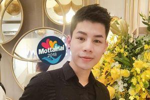 'Phù thủy make up' Dũng Nguyễn tặng áo dài thêu tay để bán đấu giá tại Mottainai 2018