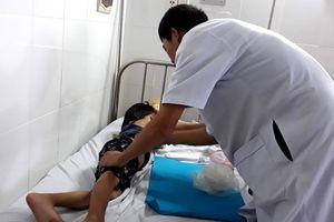 Ninh Thuận: Vì tẩy xóa trong vở, một bé gái bị đánh bằng dây điện phải nhập viện
