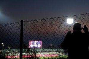 CĐV Anh khốn khổ theo dõi trận đấu giữa Anh và Croatia