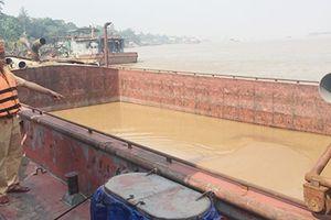 Bắt quả tang 5 tàu khai thác cát 'khủng' trong đêm