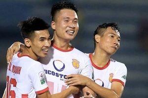 Nam Định trụ hạng thành công sau trận play-off kịch tính