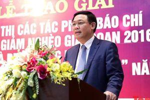 Phó Thủ tướng Vương Đình Huệ mong muốn báo chí tiếp tục đồng hành với công tác xóa đói, giảm nghèo
