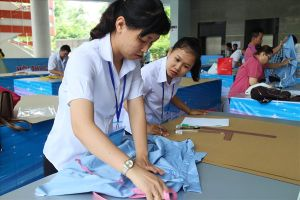 Công nhân may tham gia hội thi từ công việc hàng ngày