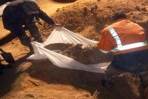 Hố chôn đầy thi thể phụ nữ, trẻ em ở Hama