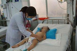 Cha mẹ chủ quan, trẻ bị tay chân miệng nặng