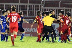 Kỷ luật hết, lấy ai đá trận chung kết nữ!