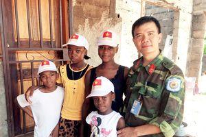 Bộ đội Cụ Hồ 'gieo chữ' tại Trung Phi