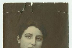 Người phụ nữ Do Thái thoát nạn diệt chủng vì trốn ngay trong nhà sĩ quan Đức Quốc xã