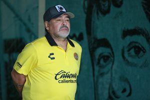 Maradona: 'Messi không có tố chất thủ lĩnh'