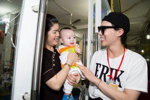 Erik cùng fan đi từ thiện khắp ba miền