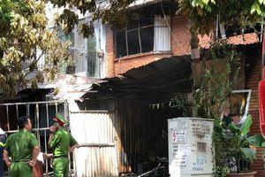 Xưởng sản xuất ghế sofa ở Hà Nội cháy dữ dội, 1 người tử vong