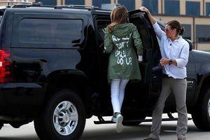'Thâm ý' của Đệ nhất phu nhân Mỹ với báo chí qua dòng chữ trên áo khoác