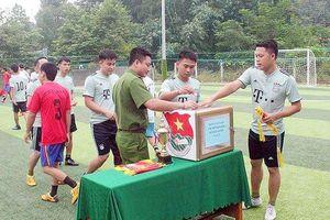 BẢN TIN THANH NIÊN:Tổ chức đá bóng quyên góp tiền giúp đỡ người nghèo