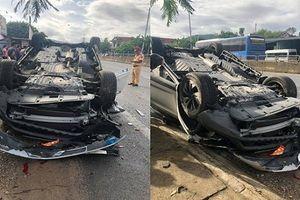 Ô tô lật ngửa sau va chạm, vợ một Phó giám đốc sở Đà Nẵng tử vong