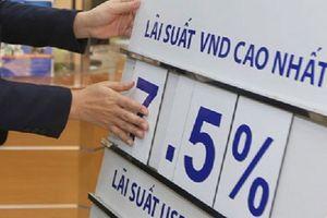 Tài chính tuần qua: 'Nóng' cuộc đua tăng lãi suất tiền gửi cuối năm