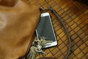 Những thói quen tai hại khiến điện thoại hỏng nhanh không tưởng