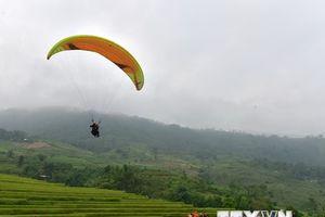 Độc đáo màn bay dù lượn lần đầu tiên tổ chức ở Tuyên Quang