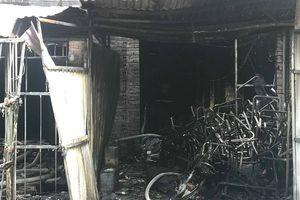 Vụ cháy biệt thự dùng làm xưởng sản xuất ghế sofa ở Hà Nội: Một nam giới tử vong khi đến nhà chơi