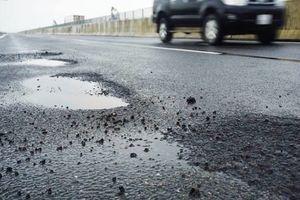 Đường cao tốc Đà Nẵng – Quảng Ngãi bị tố dùng bùn để đắp nền đường