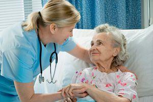 Trao đổi kinh nghiệm chăm sóc bệnh nhân mắc bệnh hiểm nghèo, cận tử